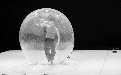 Goda Dapšytė. Paimti pauzę: Vyčio Jankausko Šokio spektaklio 'Ekspansija. Visata ateina į mano kūną' premjera (NŽ-A nr. 4)